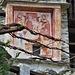 """L'affresco della """"Casa del Notaio"""" a Selletto. Datato 1547 rappresenta la Madonna con il Bambino che con la mano destra benedice mentre nella sinistra tiene un uccellino, simbolo di libertà. Il Bambino nudo indica la sua umanità, cioè Gesù Dio ed uomo. Ai lati San Marco e San Giovanni evangelista."""