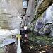am Beginn des Weges eine Wasserquelle über die eine Madonna wacht