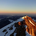 Gipfel mit Blick ins noch dunkle Mittelland