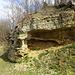 im Kraterrand gibt es immer wieder interessantes Gestein mit Infotafeln