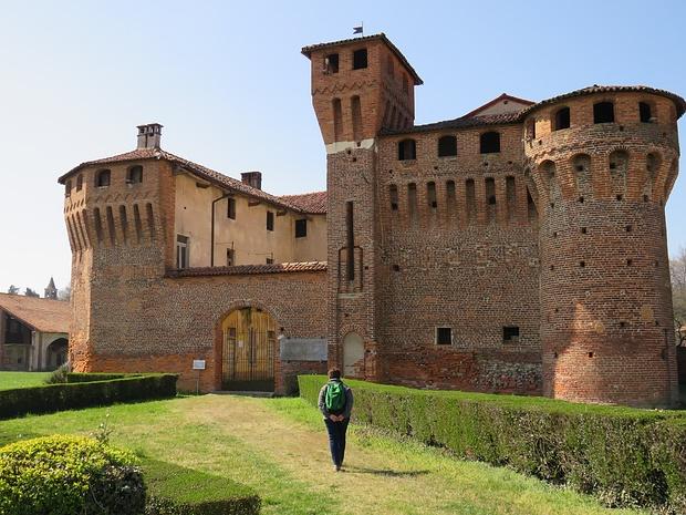 La facciata del Castello di Proh.