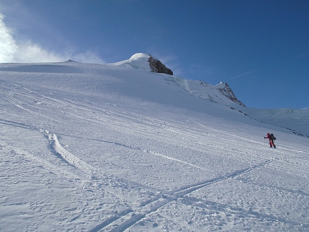 Im Anstieg über den nun steiler werdenden Gletscher