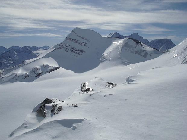 Blick zum Brunegghorn, auch ein Skitourenberg; rechts im Hintergrund Dom, Täschhorn und Alphubel