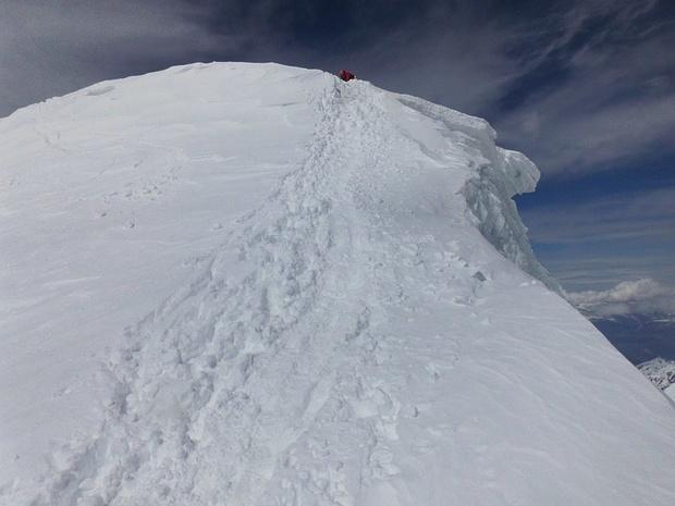 Nur die letzten wenigen Meter zum Gipfel sind sehr steil.