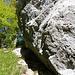 Eine ganz besonders schöne Passage an überhängenden Felsen vorbei.