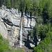 Der auch auf der Vorbeifahrt auf der B 200 sichtbare Wasserfall