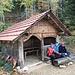 ... zur Hütte der Holzgemeinde Walden