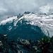 Mount Speke, gesehen von den Irene Lakes. Die Route geht über den Grat der vom Gipfel (Vittorio Emanuele) direkt auf den Betrachter herunterzieht. Höher als der Mont Blanc