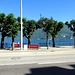 der Seepromenade entlang