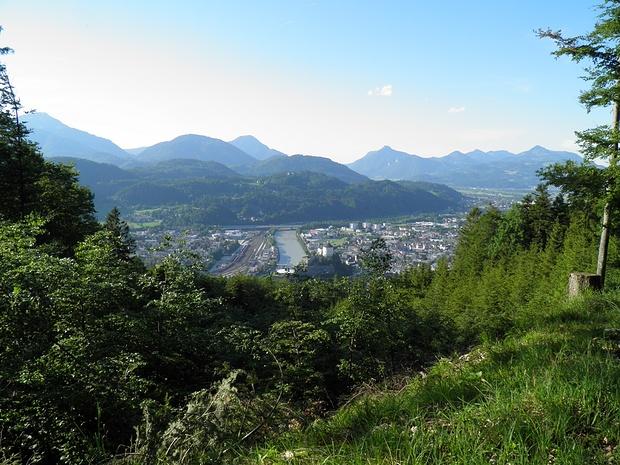 Kufstein mit Bahnanlagen und Inn