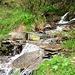 Se l'acqua è chiusa, a pochi metri c'e' un bel ruscello, ottimo anche come frigorifero per le bevande