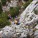 Auch beim Übergang zum Normalgipfel muss Hand an den Fels gelegt werden.