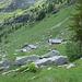 Alpe Negheisc 1881 m - die linke Hütte war abgeschlossen (kein Schlüssel zu finden), die rechte Hütte war wohl vorbereitet für ein Paar Hochzeitsreisende