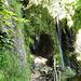 Im Bereich des Wasserfalls ist etwas Trittsicherheit gefordert, das Gelände ist logischerweise rutschig.