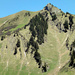 """Gemäss altem Führer könnte man direkt auf Grat steigen, rechts vom Gipfel. """"eb"""" war mir zu heikel, ist sehr steil..."""
