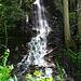 Überall stürzt Wasser ins Tal