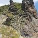 Paretina da risalire, a sinistra dell'intaglio (non visibile in foto) si vede la Val di Laréchia 1000 m più in basso.