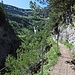 ...dann biegt der Steig nach Süden um und führt hoch über der Klamm in den Kessel der Obergemstelalpe.