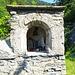 kleiner Altar am Ende der Brücke