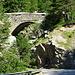noch einmal die Pont du Diable. Rechts könnte man den Hang raufklettern, wenn der Graben (nicht im Bild) nicht so vertieft worden wäre. Außerdem war es nass.