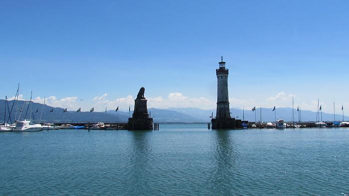 Ein Bild, das Wasser, draußen, Boot, Schiff enthält.  Automatisch generierte Beschreibung
