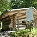 exzellent eingerichtet: Hütte und Picknickplatz Schwändeliwald bei P. 1094, am Rümlig