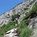 Zwischendurch bietet der Klettersteig auch Gehgelände.