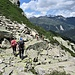 Il magnifico sentiero che scende contornando la cresta NNE del Pizzo Sassello.