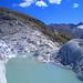 Ein Gletschersee neben der Passstrasse