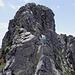 Blick zurück zum Gipfel - wir treffen auf die Seilschaft, welche sich mit uns in der Seilbahn befand :-)
