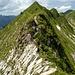 Die schmale Felschneide kurz vor dem Kreuzgipfel der Hinteren Üntschenspitze.