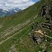 """lungo il traverso verso l'Alpe Motta... sullo sfondo i """"giganti"""" della Valle Spluga"""