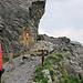 Für Fussgänger gesperrte Felssturzstelle am Felsenweg beim Loch