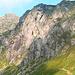 il sentiero che porta al Benigni. E' ben visibile anche il grande abete al centro della parete da cui passa la Via Francesca