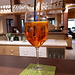<b>Ore 19.10: aperitivo con un Aperol Spritz.</b>