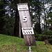 <b>I tornanti sono numerati e riportano il numero telefonico di soccorso: 112. In inverno la strada funge probabilmente da pista per le slitte. </b>