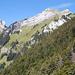 Blick vom Chrummhorn über den Ostgrat Richtung Rosegg. Links das Matthorn, 2041m.