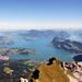 Wunderbarer Ausblick vom Gipfel auf den Vierwaldstätter-, Alpnacher- und im Hintergrund links den Zugersee.