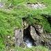 .. der Weg verläuft über eine Naturbrücke