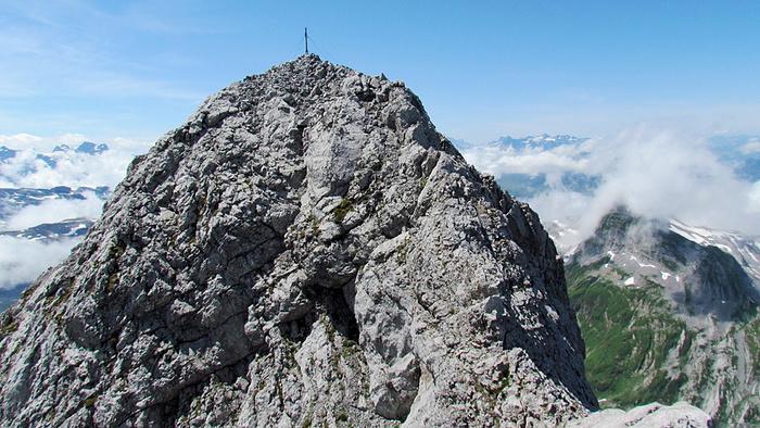 Ein Bild, das draußen, Berg, Himmel, Rock enthält.  Automatisch generierte Beschreibung