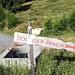 """<b>Di fronte alla baita di quest'ultimo alpeggio un segnavia di legno indica il percorso per raggiungere degli ambiti macigni: """"Boulder Pianon"""".<br /><img src=""""http://f.hikr.org/files/2961711k.jpg"""" /></b>"""