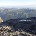 Das «Gipfelschneefeld», bzw. was darunter zum Vorschein kam, und der Blick in die Weite