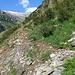 der Weg ist an verschiedenen Stellen von Erosion bedroht