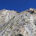 hier geht´s von der Bildecke unten rechts zur Bildmitte nach oben und dann über den Grat zum Gipfel.