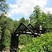 Il ponte che conduce verso il Lago di Crava.