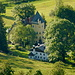 Talblick hinab auf Schloss Wengwies