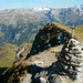 Widderfeld Stock (2351m): Eine Stunde geniesse ich an diesem warmen Hersttag die Sonne und Aussicht hier oben.