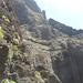 Il taglio che si vede nella parete è un canale di irrigazione! E' stato scavato calandosi con le cime dalla montagna e rimanendo sospesi nel vuoto a lavorare!