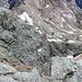 Tiefblick zum Mittelgrat, welcher heute ebenfalls von mehreren Seilschaften bestiegen wurde.