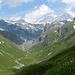 im Aufstieg zur Stüdlhütte zeigt sich zum ersten Mal der Großglockner (rechts)